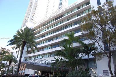 6345 Collins Ave 829