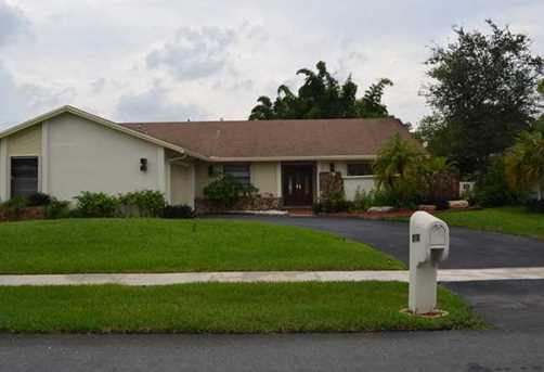 9080 NW 13th St - Photo 1