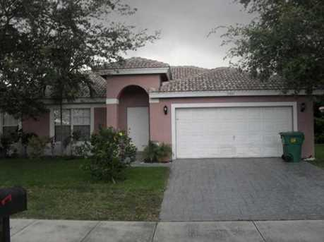5401 NW 22nd Ct - Photo 1