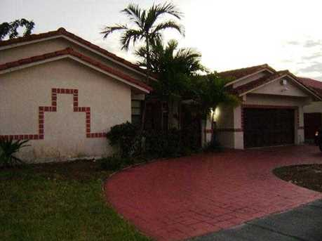 7881 NW 11th Ct - Photo 1