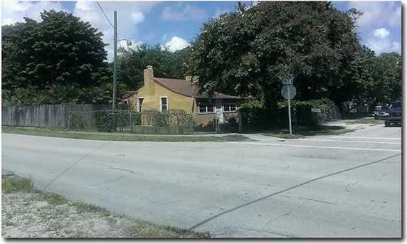 999 NW 109 St - Photo 1