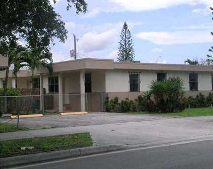3235 NW 46 St - Photo 1