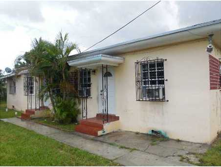 1380 NW 25 St - Photo 1