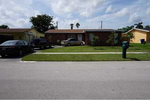 11470 NW 37th St - Photo 1