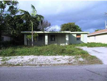2149 NW 3rd St - Photo 1