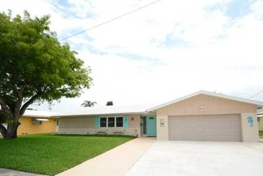 3930 NW 11 St - Photo 1