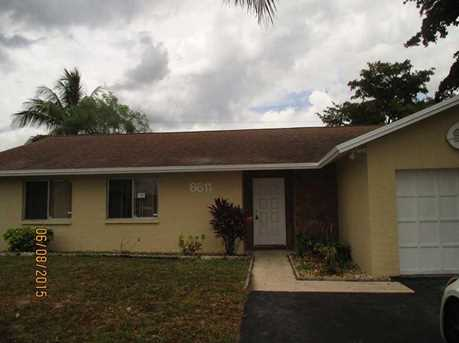 8611 NW 45th St - Photo 1